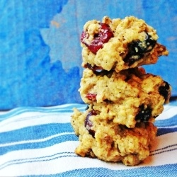 These Oatmeal and Dried Fruit Cookies would make a great breakfast or dessert.: Cookies Brownies Bar, Desserts Recipes, Cookies Cravings, Dry Fruit, Healthy Baking Cookies, Recipes Cookies, Dried Fruit, Fruit Cookies, Oatmeal Dry