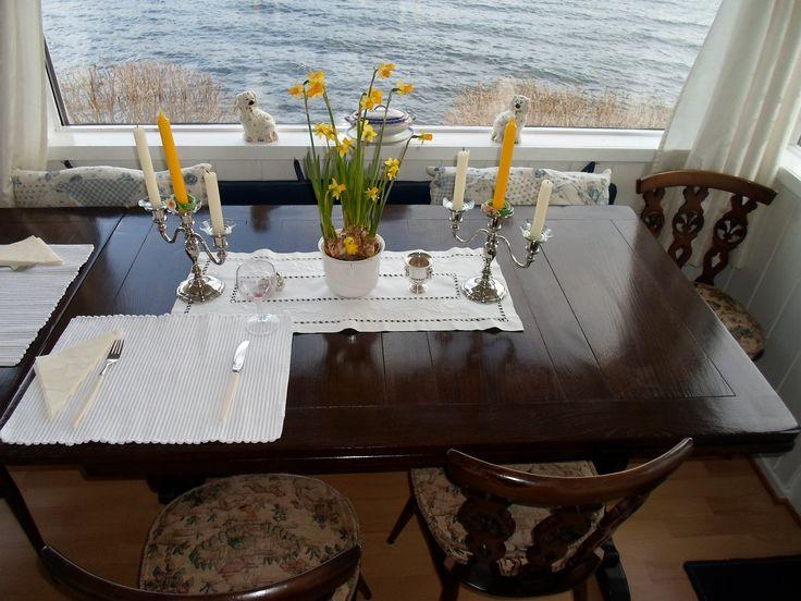 (46) FINN – Ercol spisestuebord med 8 stoler samt to ercoltoseter sofaer totalt kr.3000