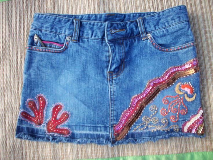 Girl's short embroidery with sequins and stitches.