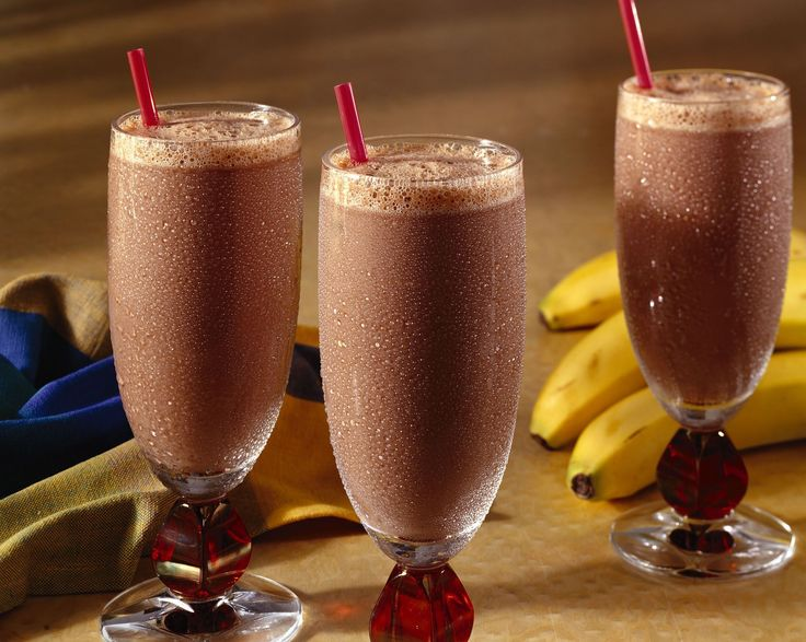 This chocolate banana smoothie recipe tastes like a chocolate banana milkshake, yet it is far more nutritious.