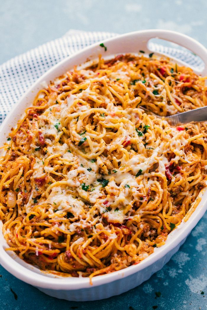 If You Are A Spaghetti Kind Of Family You Are Going To Love This Baked Spaghetti It Is Loaded Wi Easy Baked Spaghetti Baked Spaghetti Baked Spaghetti Recipe