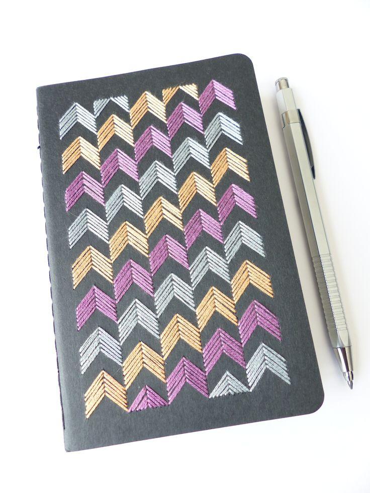 Carnet de dessins Moleskine brodé motif chevrons tricolores-Embroidered Moleskine sketchbook tricolor chevrons motif - Les Fils Rouges