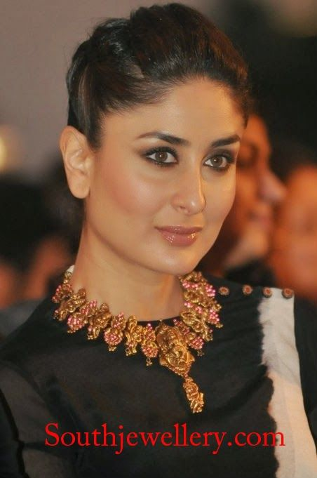 south indian temple jewellery | kareena kapoor in heavy antique temple necklace studded with rubies