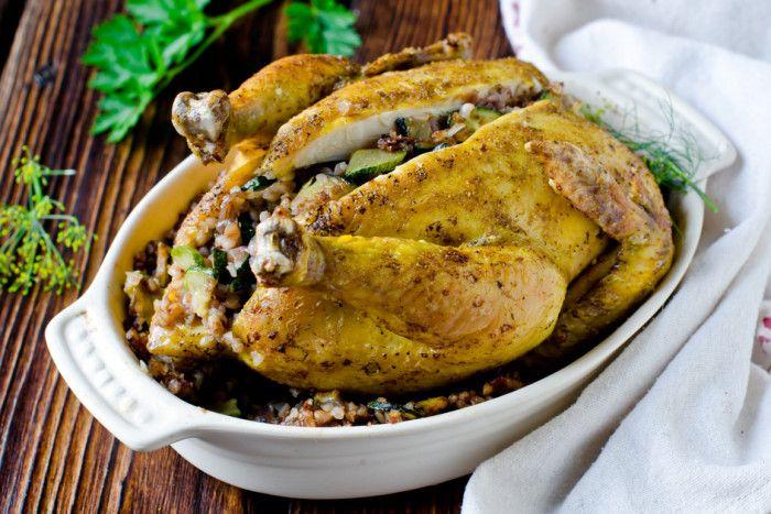 Хрустящая фаршированная курица с гречкой и цукини