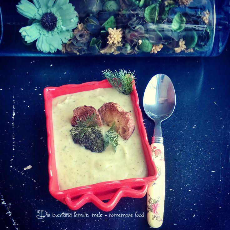 Supa -crema de broccoli cu crutoane / Cream of broccoli soup  with croutons