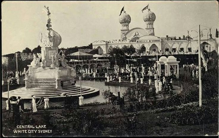 White City Amusement Park in Rushcutters Bay.Built in 1913 and destroyed by fire in 1917.In 1922 the White City Tennis venue was built on the site.Photo from National Library of Australia.A♥W