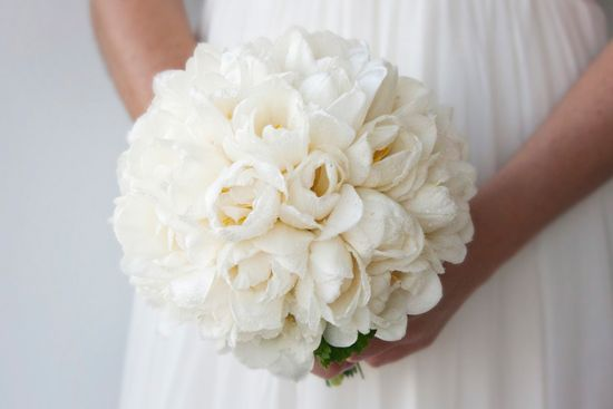 Rounded, rah rah style bouquets are created using soft feathery florals or open bloom florals such as open bloom roses, peony roses, lisianthus blooms, double tulips, dahlias, hydrangea to name a few! Pom pom style bouquets often feature no or minimal foliage to create a softer, rounder bouquet design.