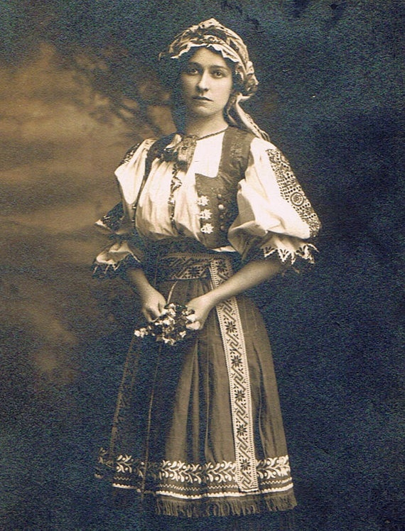 Photograph of Chicago Slovak Girl in her traditional folk clothing