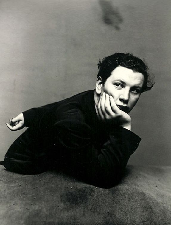 Peter #Ustinov in New York, 1947. Photo: Irving #Penn.