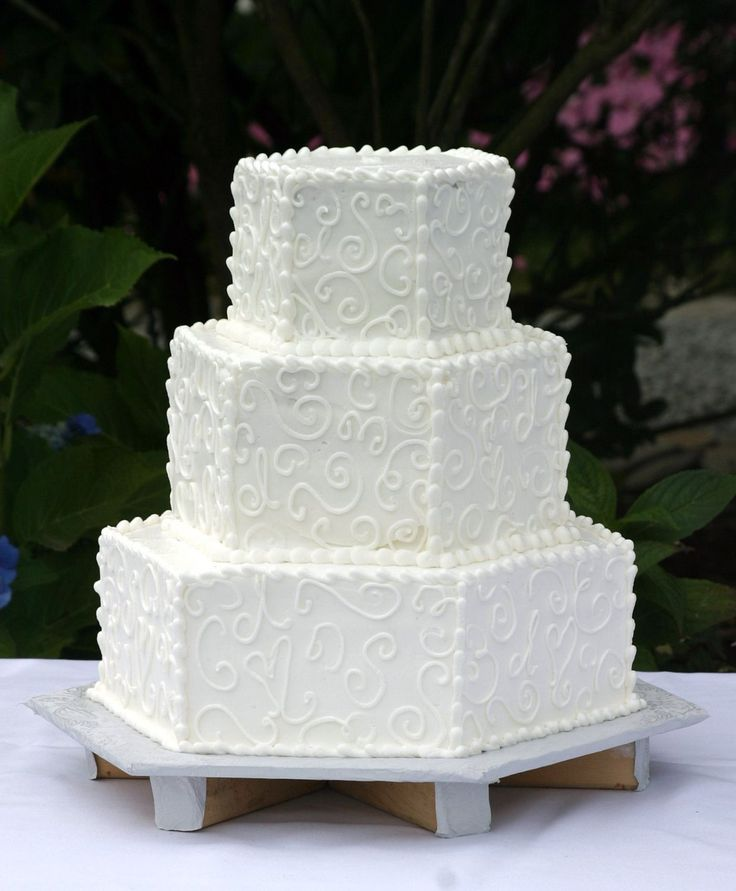 hexagon wedding cake servings the 25 best hexagon wedding cake ideas on 15218