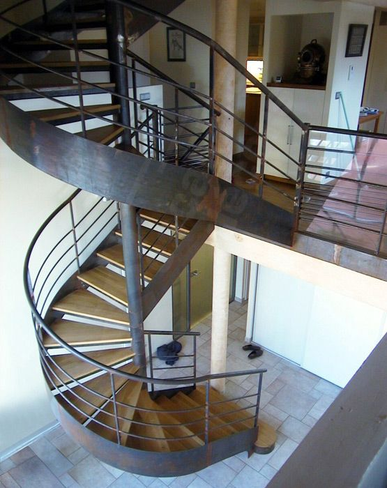 79 best Escalier bois metal images on Pinterest Banisters, Spiral - escalier interieur de villa