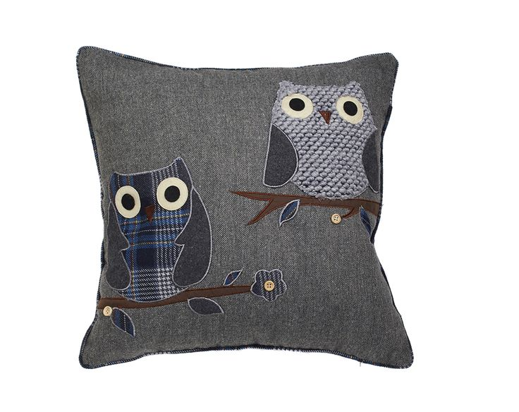 Appealing filled cushion in polyester, acrylic and wool. 100% polyester filling. Owl design features embroidery, felt, buttons and knitted wool for a 3D effect. Concealed zip. Machine washable. Size L45 x W45cm