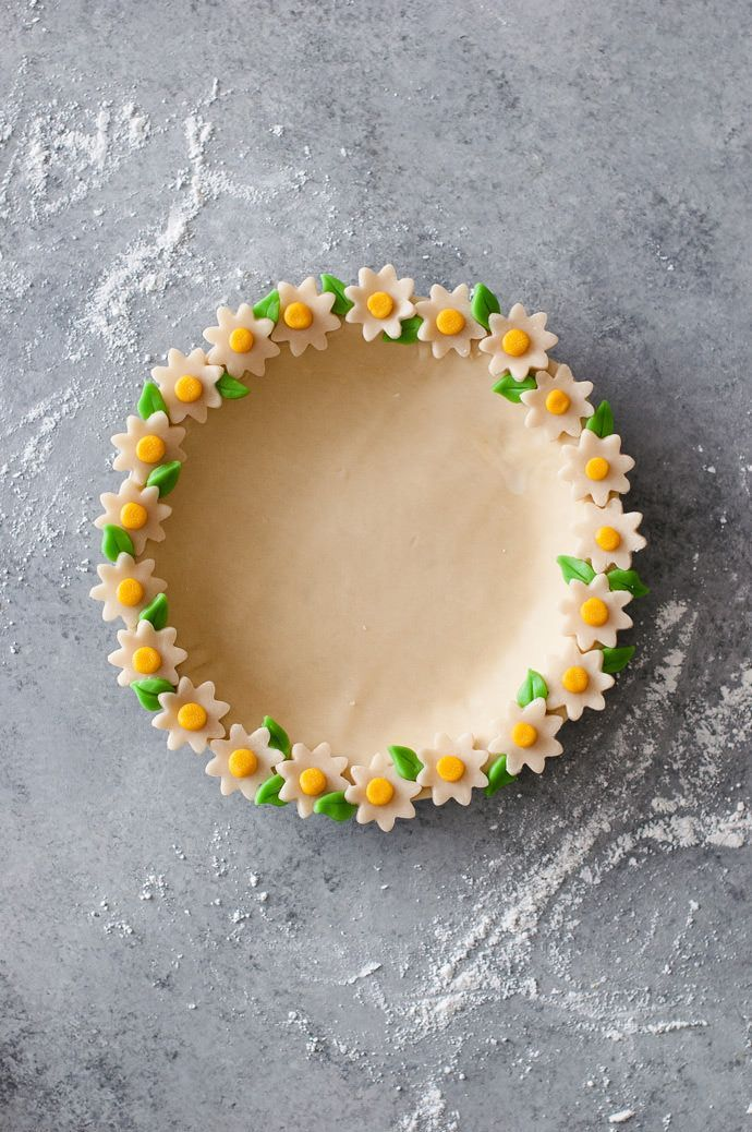 Make a colorful Daisy Chain Pie Crust!