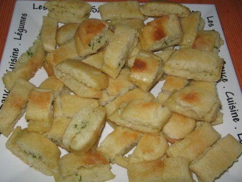 bonsoir tout le monde ce soir je vais vous donner une recette de pain a l'ail & le prefou& qui vient de vendée , c'est la bas que j'ai vu cette recette pour la première fois sur une carte postale et je l'avait essayer sur place et la je l'ai retouvé dans...