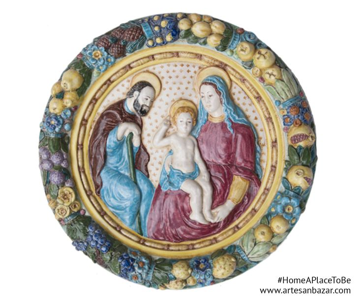 In Monte San Savino, in the province of Arezzo, from 1919 there is an artisan ceramic laboratory. Giotto Giannoni, its founder, maybe didn't think his son Araldo and his daughter in law Anna, and then his grandchildren Arianna e Alessio would have continued his work and preserved an art that goes on from three generations. The #SacraFamigliaDecorativePlate comes to life thanks to the colours and the delicacy of the details and it find its perfect place in #TheRoomOfLove.