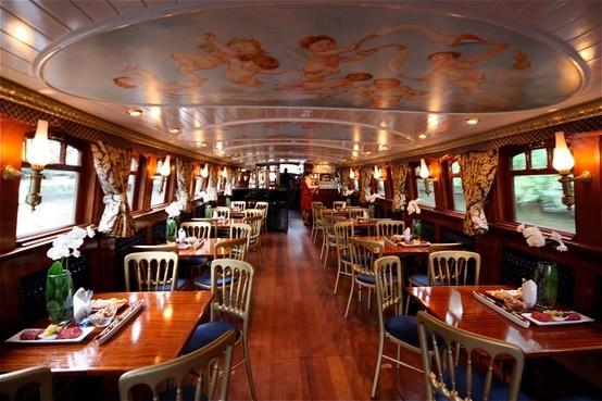 Trouwen aan boord van De Soeverein | Rederij Cruise with Us www.cruisewithus.nl Een steeds wisselend decor van het mooie Amsterdam tijdens jullie ceremonie. Amsterdam is vanaf het wat nóg mooier!
