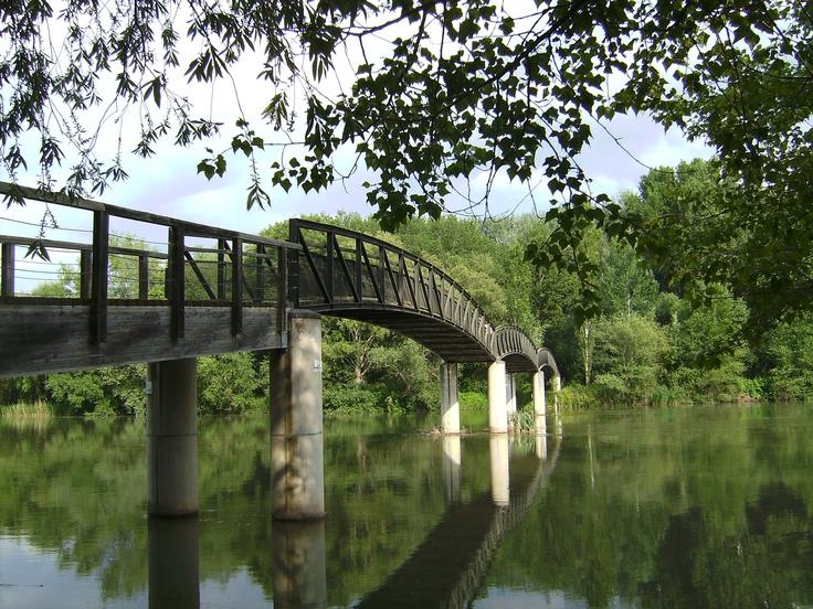 Pasarela del rio en el Parque de la Mitjana, Lleida