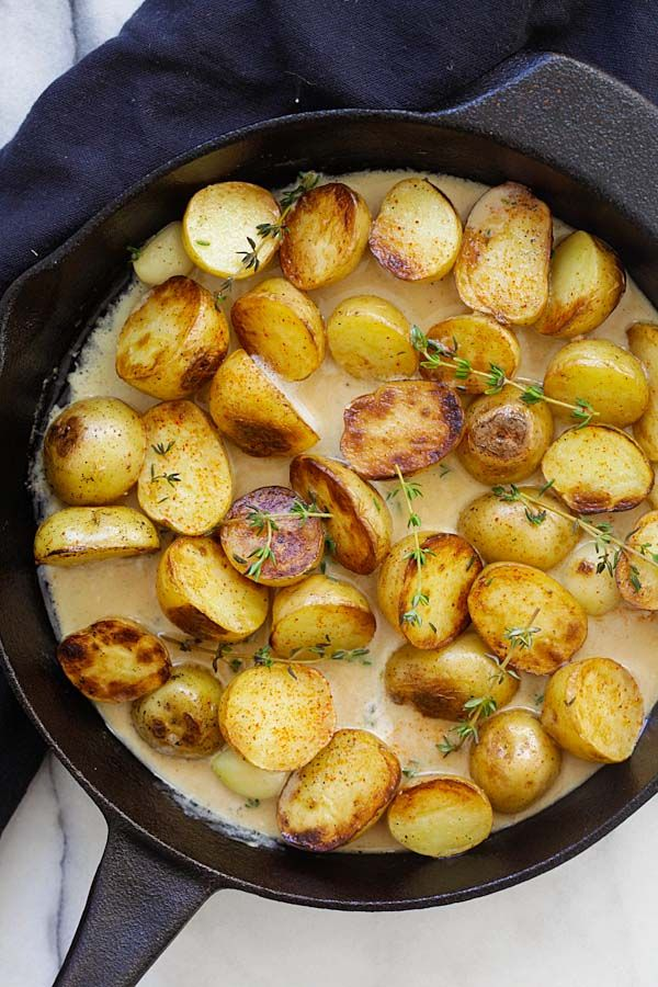 Creamy Garlic Thyme Potatoes - the best and easiest potatoes with garlic thyme in buttery and creamy sauce. A perfect side dish