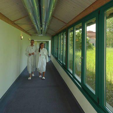 Bademantelgang - bequem im Bademantel vom Hotel zur Limes Therme gelangen