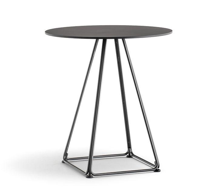 Lunar è un tavolo che parla un linguaggio di leggerezza per lasciar spazio al vuoto, all'architettura, all'ambiente nel quale si inserisce.  Il basamento nasce dall'unione di quattro trapezi in tondino d'acciaio e può essere abbinato a ripiani di differenti dimensioni e finiture.