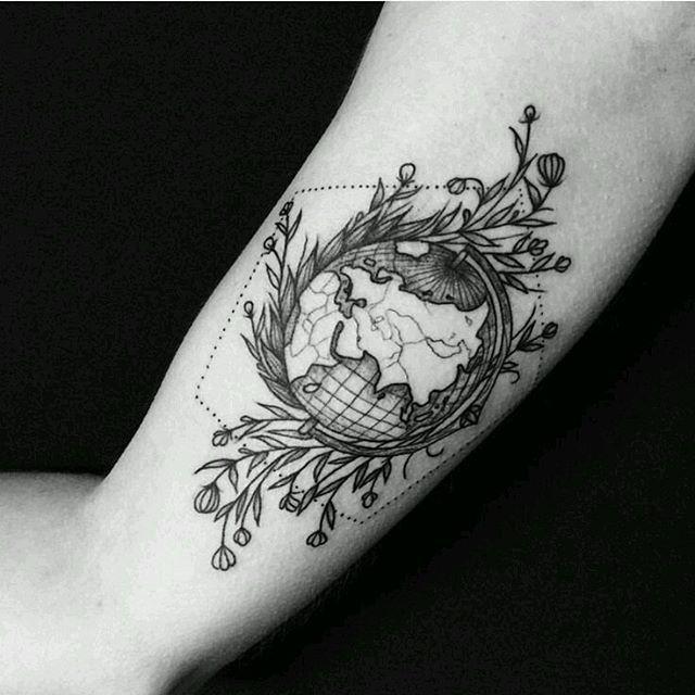 1000 ideas about world tattoo on pinterest tattoos gallery tattoos and tattoo artists - Tatouage globe terrestre ...
