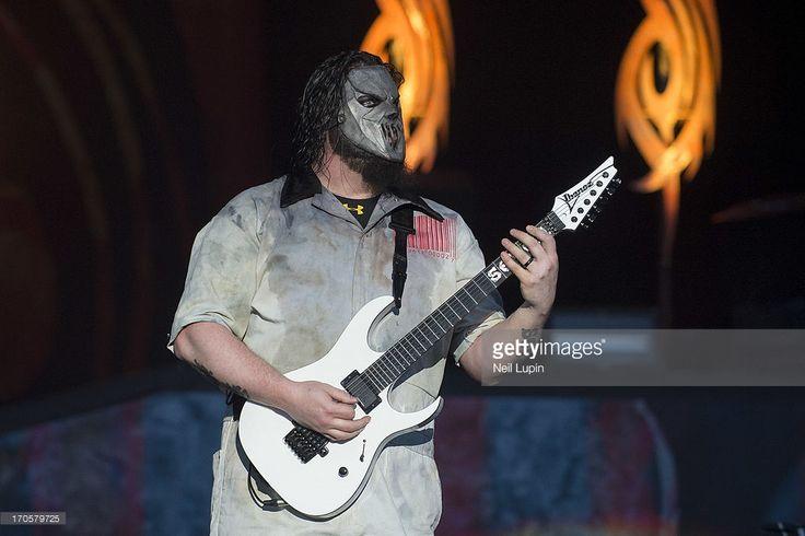 Nachrichtenfoto : Mick Thomson of Slipknot performs on stage on Day...