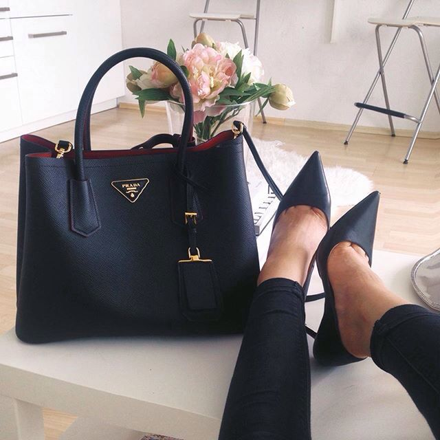 Love this hand bag & shoes  <div id=