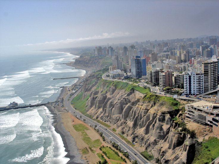 Lima é a capital do Peru e a 5ª maior cidade da América do Sul. Está localizada na costa central do país, banhada pelo Oceano Pacífico e com grandes falésias. Pegamos o avião em Guarulhos, pela com…