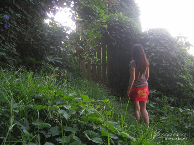 """""""Camino el Prado""""    Modelo: Melisa Allende  Fotografía: Javiera Díaz de Valdés C.     #fotografia #photography #photo #nature #girl #women #naturaleza #mujer #portal #light #luz #Concon #VinadelMar #Chile"""
