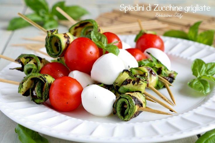 Spiedini+di+Zucchine+con+Mozzarella+e+Pomodorini