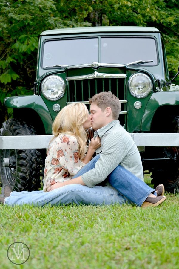 The Barn at Cedar Grove | Antique Jeep | Traceable Memories Photography