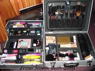 O poveste amuzanta despre inceputurile pasiunii mele pentru cosmetice - http://frommonawithgloss.blogspot.com/2012/05/pasiunea-mea-pentru-cosmetice.html