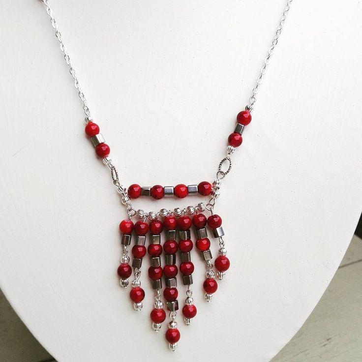 """17 likerklikk, 1 kommentarer – Katrine (@trollkjerringa1) på Instagram: """"#smykke #smykkelaging  #perler #håndlaget #unikesmykker #jewelrydesign #necklace #beading #beads…"""""""