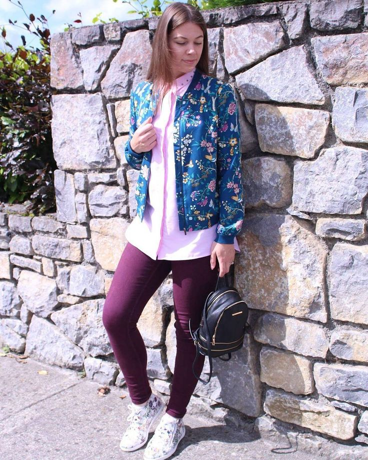 "Casusl look, outfit, summer outfit, jeans, jacket New Me Myself & I (@newmemyselfandi) on Instagram: ""Love this casual ouftit 😍 #newmemyselfandi #colourful #pink #oasisfashion #outfitoftheday #outfit…"""