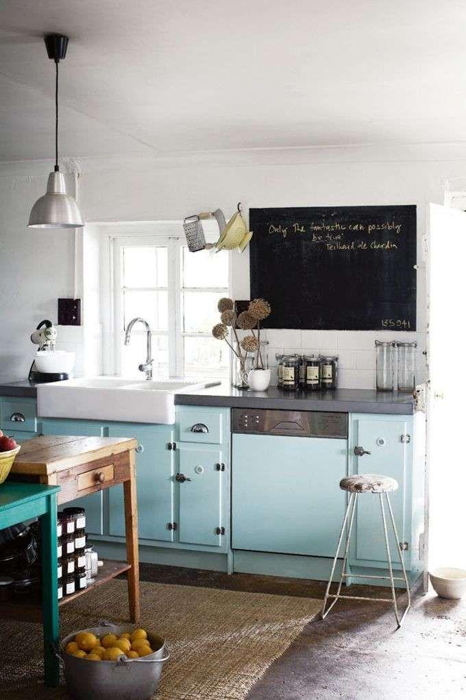 Fascino retrò - Arredamento anni 50 per una cucina accogliente e intima.