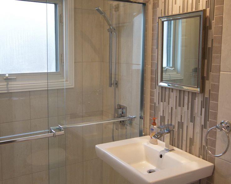 Salle d 39 eau amenagemnet d 39 une salle d 39 eau au 1 ere tage for Mur de douche acrylique