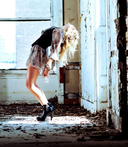 Alexandra Richards Photo Shoot | StyleCaster.com. Loving the leaning backwards pose to show off the form.