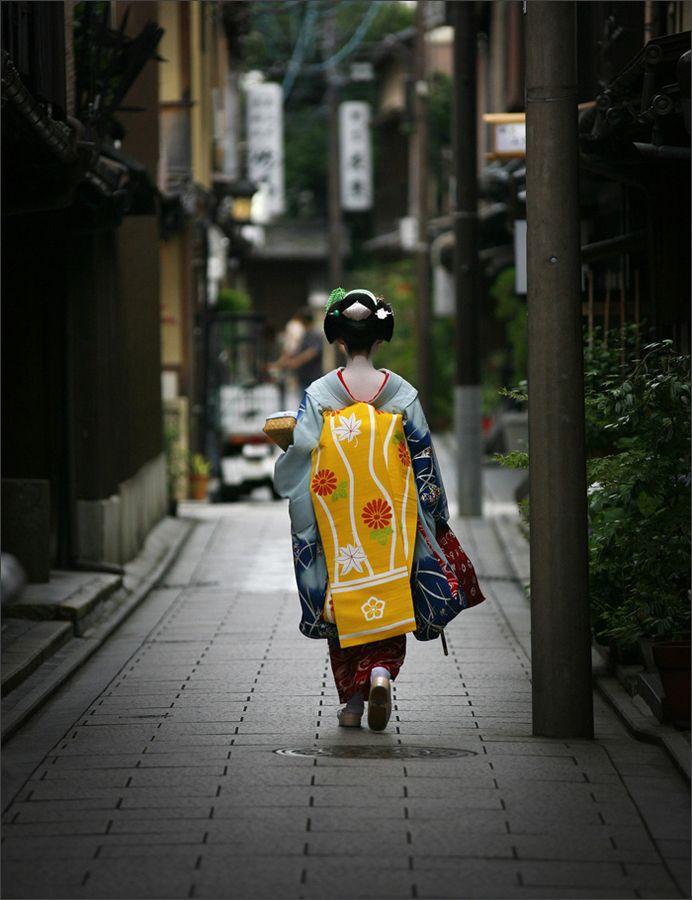 maiko #japan #kyoto: Gion Geishas, Memories Of A Geishas, Maiko Geishas Kyoto Japan, Japanaisome Kimonos, Japan Kyoto, Mood Japan大好き, Maiko Japan