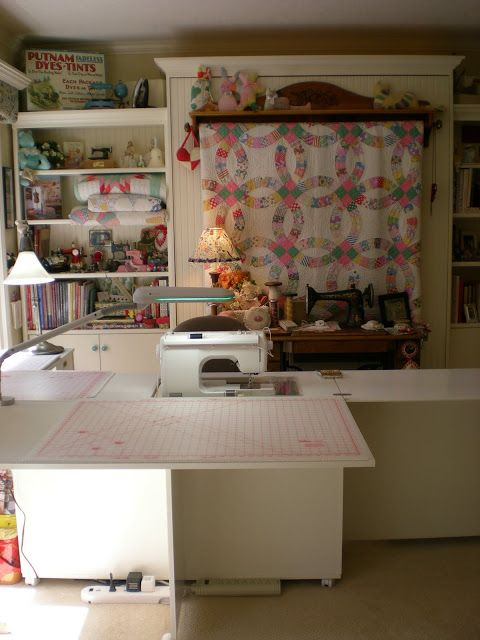 Hidden Murphy bed behind sewing table in my sewing studio, from sweetpea-labellavie. She has a wonderful sewingroom, with lots of pictures.
