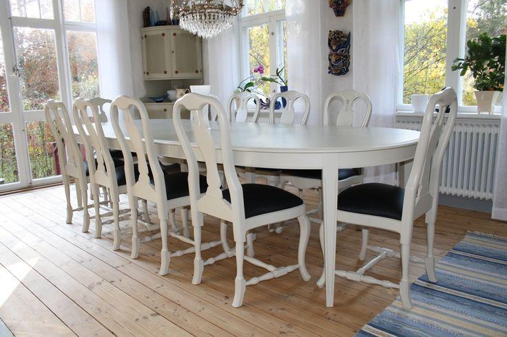 Matsalsbord och stolar Rokokostolar möter gustavianskt bord