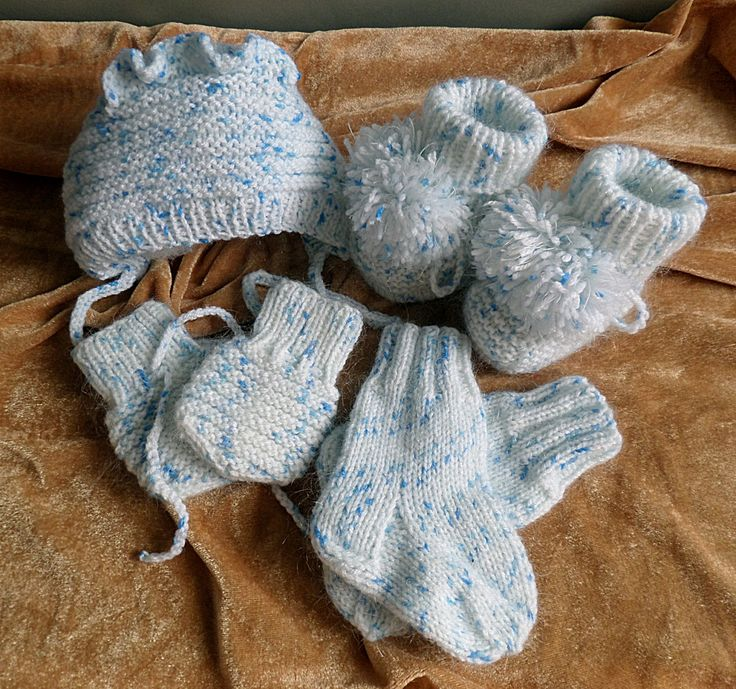 knitted newborn kit, handmade 0-3 months.hat, gloves, socks, booties by madewithlovenatali on Etsy