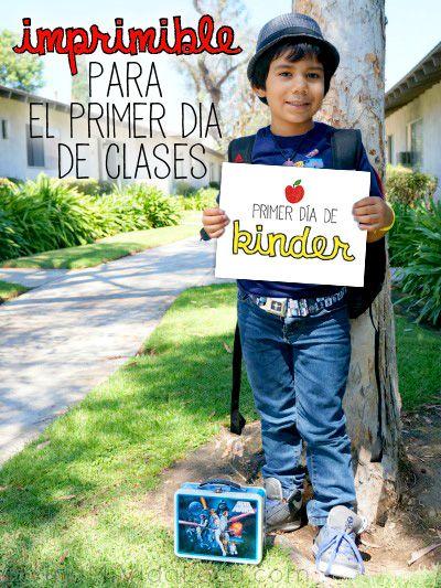 Imprimible para el primer dia de clases | livingmividaloca.com Primer día de Kinder. First day of Kinder sign