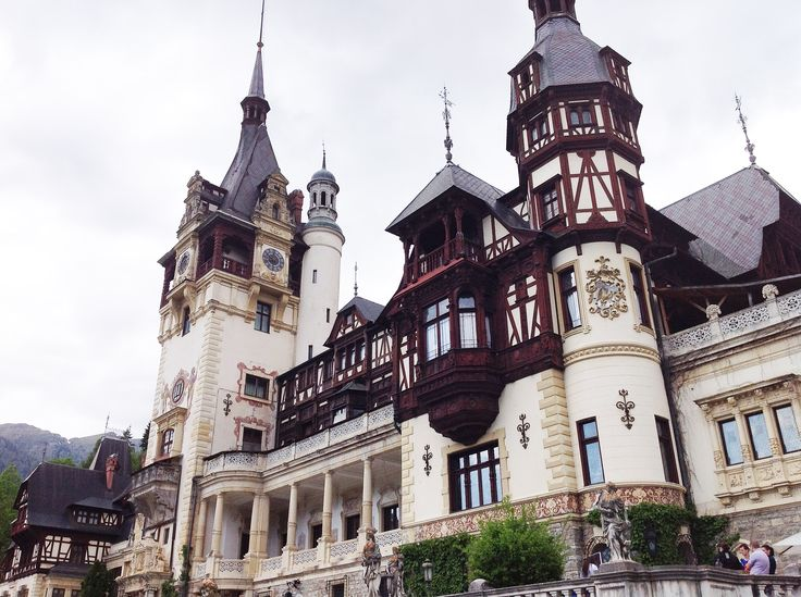 In 1873, three hundred workers supervised by architect Wilhelm von Doderer (1873-1876) and by King Carol I, started landscaping the site on which the Peles Castle was built. They had worked hard to master the whimsical elements of nature such as underground watercourses and landslides that destroyed overnight their work. The actual construction began in August 1875.