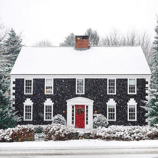 This Classic Shingle Home Takes My Breath Away Every Time I See It Isn T It Enchanting I Also Want Colonial House Exteriors Colonial House Colonial Exterior