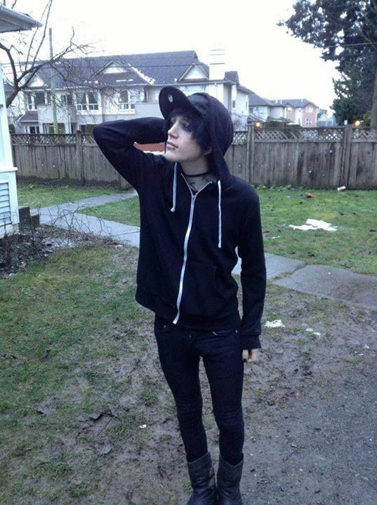 emo boy dating site One word pathetic this is not an emo singles dating site it is not a singles ad either it's not the 'i like long walks on the beach and candlelit dinners' kind of thing.