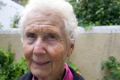Американская пенсионерка в одиночку объехала на велосипеде семь стран http://mnogomerie.ru/2017/02/09/amerikanskaia-pensionerka-v-odinochky-obehala-na-velosipede-sem-stran/  Этель Макдоналд Пожилая жительница штата Монтана Этель Макдоналд (Ethel MacDonald) преодолела более 16 тысяч километров, передвигаясь по миру на велосипеде. Пенсионерка объехала по меньшей мере семь стран. Об этом сообщает телеканал CNN. Недавно 78-летняя американка побывала в Ирландии. Путешествовать бывшая учительница…
