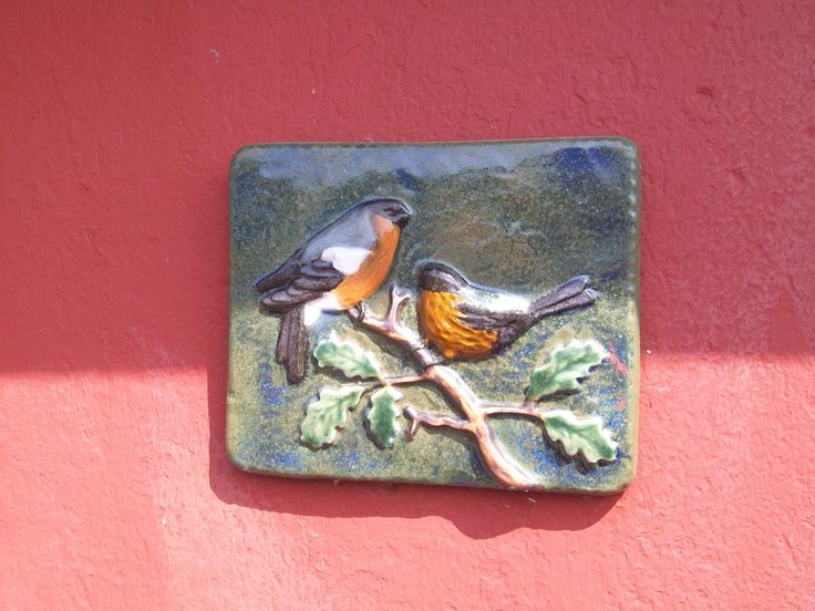 Flere sådanne kunstværker pryder facaden på vores hus, og er med til at gøre det til noget helt specielt.