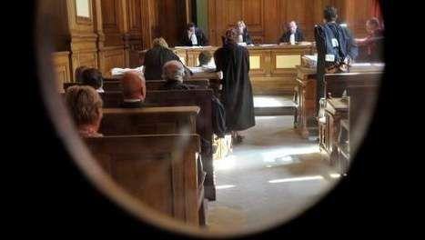 """In het nawoord staat er nog uitleg over ontvoeringen: de diverse soorten en het aantal. Helen Vreeswijk schrijft boeken over moeilijkere onderwerpen. """"De officier van justitie eiste voor de rechtbank 10 jaar celstraf voor de 49- jarige Cor Hoeting, die had bekend dat hij Anouk Tichelaar ontvoerde. Tijdens het hele proces sprak Hoeting geen woord."""""""