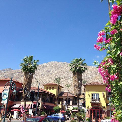 今日はパームスプリングス&サルベーションマウンテンツアー。 パームスプリングスは、まさに砂漠の中のオアシスの街♩ #カリフォルニア #ロサンゼルス #パームスプリングス #ひとり旅 #女子旅行 #女子旅 #旅女 #卒業旅行 #カメラ女子