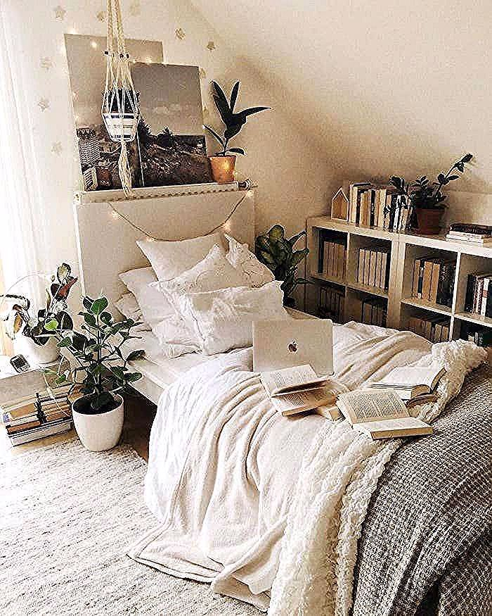 1001 Idees Pour Reussir La Deco Chambre Tumblr Apartmentbedrooms Blanche Chambre Belle Deco Cosy Pl Tumblr Bedroom Decor Small Room Design Simple Bedroom